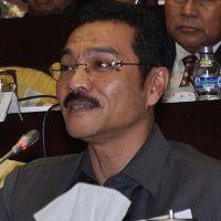 Gamawan Pamer Foto Timpangnya Pembangunan RI-Malaysia di Perbatasan