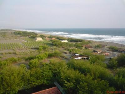 Melihat Keindahan Pantai Pandan Sari Lewat Mercusuar