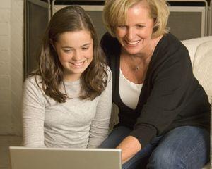 5 Cara Terpopuler Orangtua Saat Memata-matai Anak