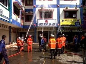 Kompleks Ruko di Semarang Dilalap Api