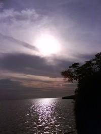 Pemandangan pada saat matahari terbenam