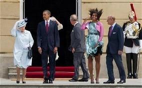 Gara-gara Angin Kencang, Michelle Obama Sibuk Pegangi Bajunya