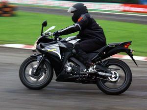 Menjajal Honda CBR 150R di Sentul