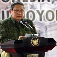 SBY dan Bu Ani Jenguk Mustafa Abubakar di RS Medistra
