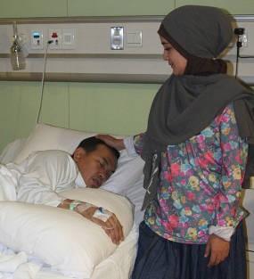 Uje Dipaksa Istri Masuk Rumah Sakit