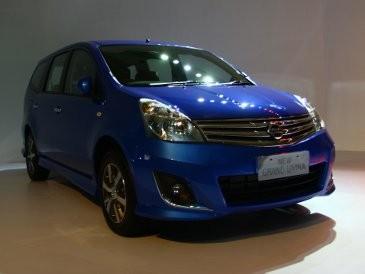 Intip Perbedaan Nissan Livina Versi Autech dan Standar