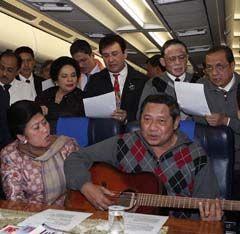 Buku SBY Diluncurkan di Paris, Album di Jakarta