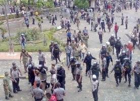 Demo di Batam Ricuh Lagi, Aparat Tembaki Buruh dengan Peluru Karet