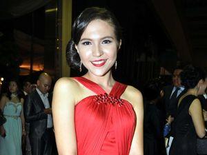 Olivia Jansen Cantik Bergaun Merah