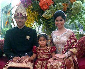 Foto-foto Annisa Pohan di Pernikahan Ibas & Aliya