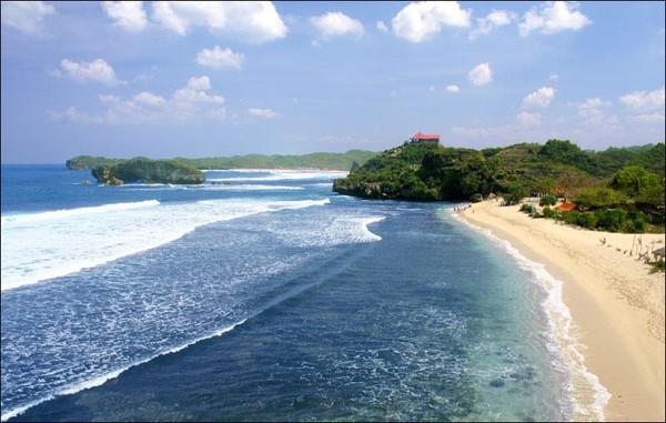 Suasana yang teduh di pantai ngliyep (iamphicho.blogspot.com)