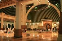 Suasana di dalam masjid (majestad.wordpress.com)