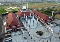 Salah satu masjid terbesar di Indonesia (raden-permadi.blogspot.com)