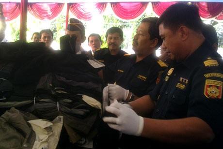 Bea dan Cukai Sita 400 Bal Pakaian Bekas Asal Malaysia