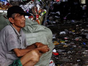 Suka Duka Pahlawan Kebersihan Jakarta