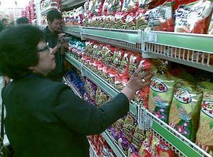 Pengusaha Tetap Ngotot Buka Minimarket 24 Jam