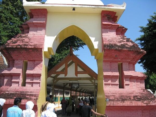 Makam Troloyo