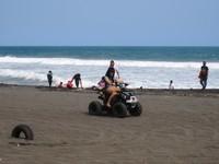 Merasakan sensasi ATV di Pantai depok