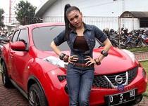 Nissan Merah Mentereng Vicky Shu