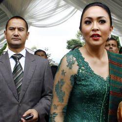 Angie Digosipkan Selingkuhi Adjie, Mudji Masih Setia Dampingi Angie
