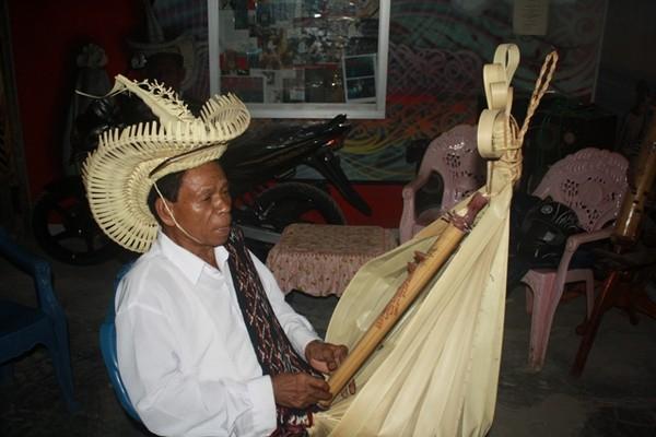 Alat Musik Sasando yang khas (ACI)