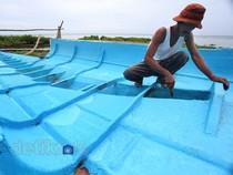 Di Jakarta, Pria Miskin Ini Membuat Kapal Sendiri