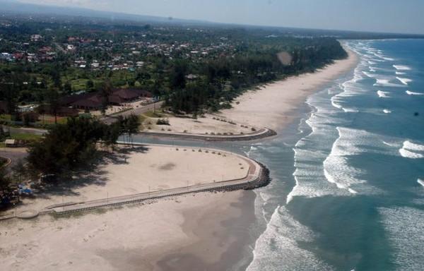 Garis pantai yang sangat panjang (idcreativity.blogspot.com)
