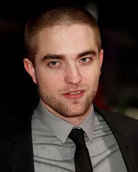 Robert Pattinson Tak Mau Telanjang Dada di Film