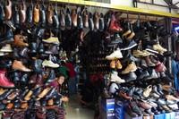 Penjual sepatu pria (Sastri/ detikTravel)