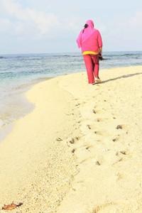 Pasir putih Pantai Cibuaya