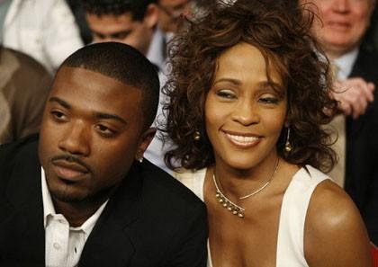 Selain Kim Kardashian, Ray J Punya Video Seks dengan Whitney Houston?