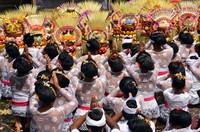 Pemandangan persembahyangan dalam ritual Mapeed