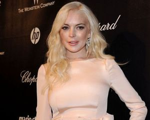 Lindsay Lohan Dituduh Tonjok Seorang Wanita Saat Dugem