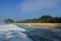 Panorama Pantai Goa Cina