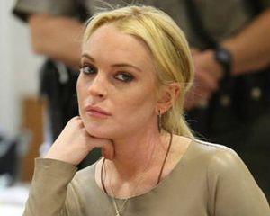 Lindsay Lohan Bantah Tonjok Wanita di Klub Malam