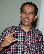 Ditanya Soal Foke Acungkan Jari Tengah, Jokowi Salam Victory & Metal