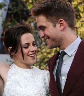 Robert Pattinson & Kristen Stewart Kembali Masuk Nominasi \Best Kiss\