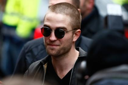 Robert Pattinson Bintangi Film Pencarian Saddam Hussein