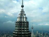 salah satu puncak Menara Kembar Petronas