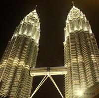 Keindahan Twin Tower Petronas di malam hari
