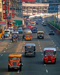 Jeepney yang mmenuhi kota-kota di Filipina (definitelyfilipino.com)