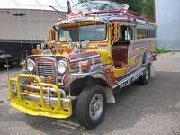 Jeepney yang warna-warni (bornrich.com)