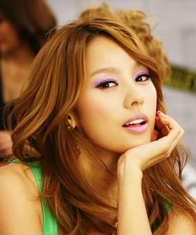 Lee Hyori Tampil Sepanggung dengan Pacar
