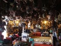 Suasana dalam Mall Rongsok (dok.  Putri/detikTravel)
