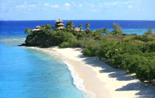 Berbeda dengan pantai-pantai lainnya yang berada di Pulau Dewata, Virgina Bieach cenderung sangat sepi (bali.panduwisata.com)