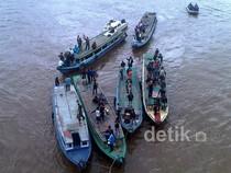 Tuntut Kuota BBM, Warga Blokir Sungai Mahakam