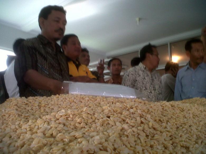 Mengintip Pabrik Tempe Moderen di Bogor