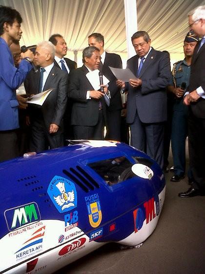 Mahasiswa Pamer Mobil Irit BBM pada Presiden SBY