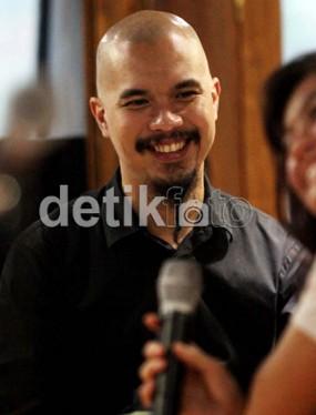 Al Lulus SMP, Ahmad Dhani Gelar Syukuran