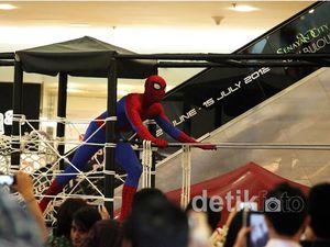 Spiderman Merayap & Berjumpalitan di Mall